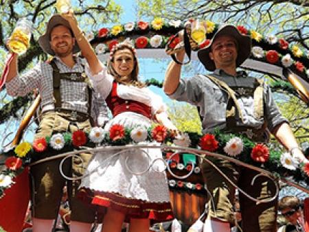 oktoberfest-blumenau-2015-desfiles.jpg