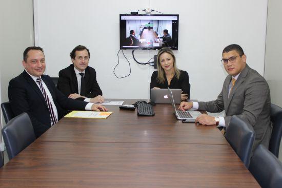 Comissão de Prerrogativas reunida.JPG